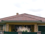 Betonové střešní tašky, krytiny, prodejce střešního systému TERRAN