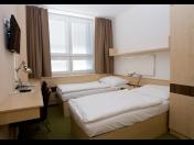 Ubytování u pražského letiště Václava Havla může být levné -  k dispozici monitorované parkoviště pro naše klienty