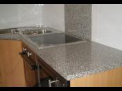 Kamenictví - kuchyňské pracovní desky, obložení krbů,
