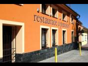 Ubytování v penzionu s restaurací - trampolína pro děti, tenis