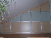 Vestavné skříně na míru s velkým úložným prostorem od spolehlivého stolářství