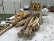 Akátové, dřevěné kůly, palubky, odpadové dřevo, odkory za nízké ceny