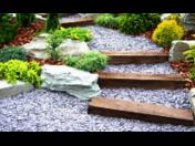 Mulčovací břidlicová drť pro okrasné zahrady, chodníky i veřejná prostranství