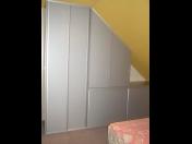 Vestavné skříně jako řešení při nedostatku prostoru – výroba skříní