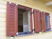 Dřevěné a moderní okenice pro dřevěná okna a eurookna - výroba, montáž