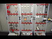 Zkušební trhací stroje a lisy Testometric pro měření tlaku, tvrdosti