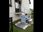 Šikmé schodišťové plošiny pro vozíčkáře na přímá, točitá a lomená schodiště - výroba