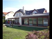 Bytová výstavba, rodinné domy a vily včetně interiérů – kvalitní bydlení