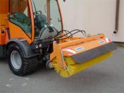 Silniční zametačtyp MZS pro zimní i letní úklid vozovek