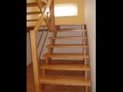 Výroba dřevěných masivních schodů