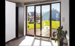Posuvně sklopné dveře - moderní balkónové dveře