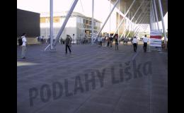 Zátěžové podlahy,dočasné zakrytí trávníku na sportovním stadionu