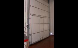 Sekční vrata do výrobních podniků, skladů, autosalonů Praha