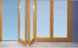 prosklené skládací dveře