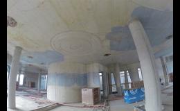 Speciálně namíchaný modrý beton COLORCRETE pro stavbu Paláce Národní