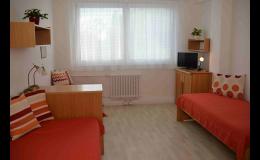 Moderně vybavené pokoje stacionáře kliniky