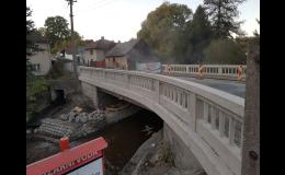 Tryskání, pískování kamenného mostu - po očistění