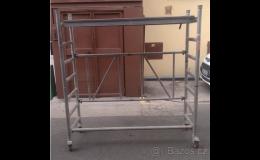 Bazar s pojízdným lešením a stavebními stroji