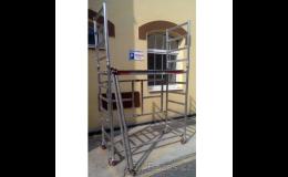 Bazarový prodej pojízdného lešení a stavebních strojů