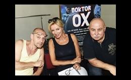 Známé tváře herců v novém muzikálu líčí Petr Fadrhons.