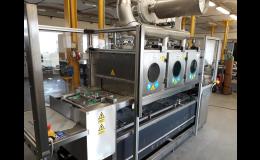 Průběžné odmašťovací a čistící zařízení