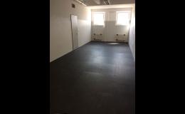 Odolné pryžové podlahy pro chůzi v bruslích