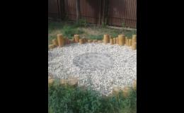 Výroba a montáž environmentálních prvků na dětská hřiště - dřevěná palisáda