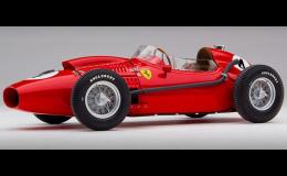 Modely legendárních závodních aut Ferrari