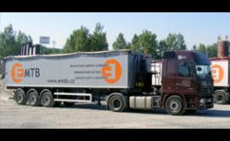 Großraumtransport von Schüttgütern mit Kippaufliegern - Kies, Sand, Schlacke die Tschechische Republik