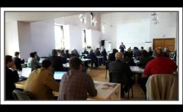 Teambuldingové akce v moderně vybaveném konferenčním sále