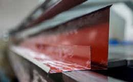Ohýbání plechu na hydraulické ohýbačce