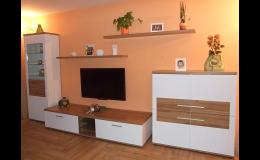 Obývací stěny vyráběné na míru v truhlářské dílně