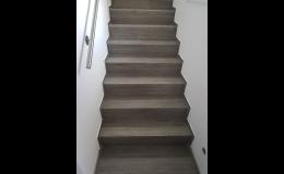 Vinylové schodišťové dílce a podlahy na míru