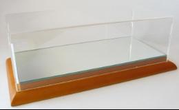 AUTO-MODELY.CZ - Ing. Karel Cvejn, vitríny s dřevěným podkladem a zrcadlem