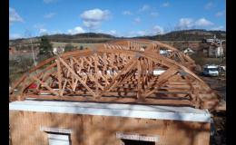 Příhradové vazníky a střešní konstrukce pro všechny typy střech