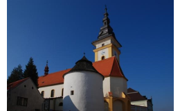 Město Moravské Budějovice, historické centrum, kostel, městské opevnění
