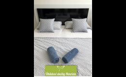 Profesionální pravidelný úklid hotelového pokoje