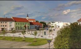 Město Hrušovany nad Jevišovkou poblíž hranic s Rakouskem