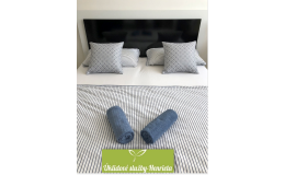 Úklid hotelového pokoje, výměna ložního prádla
