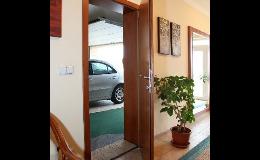 vstupní dveře do bytu - široký výběr na prodejně Britra Zlín