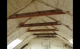 zateplování střechy izolační PUR pěna