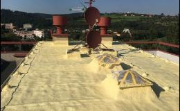 chytrá stříkaná izolace - zateplení rovné střechy