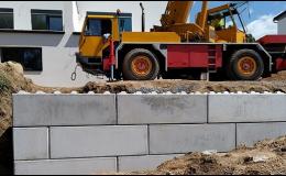 Betonové bloky pro výstavbu opěrných zdí