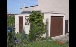 Samostatně stojící garáž s dveřmi