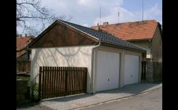 Dvojgaráž se střechou, vrata