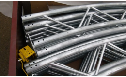 Hala z odolných ocelových trubek, výroba