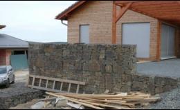 Vyskládané kamenné zdi tlumí hluk Opava