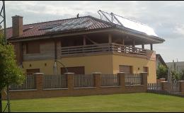 Montáž panelů na solární ohřev vody