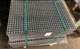 žárově zinkované podlahové rošty