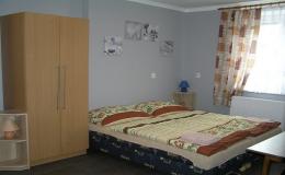 Rekreační domek se 3 samostatnými pokoji, obyvákem a kuchyní Hrabětice, Znojmo